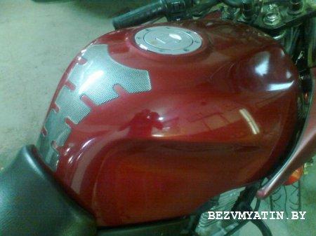 Мотоцикл HONDA - после удаления вмятины на бензобаке