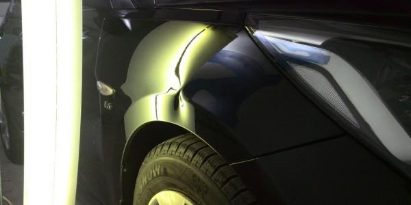 Hyundai Solaris — вмятина на переднем правом крыле до удаления