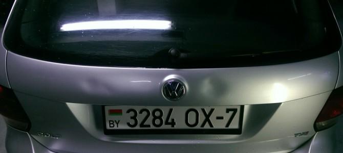 Volkswagen Golf — вмятина на крышке багажника