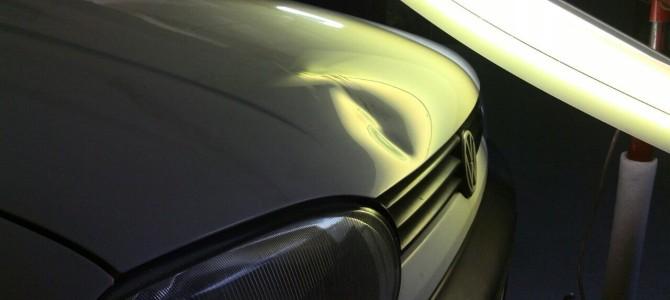 VW Golf 3 — вмятина на капоте