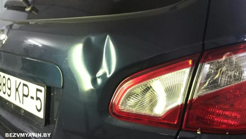 Nissan Qashqai - вмятина на крышке багажника до ремонта