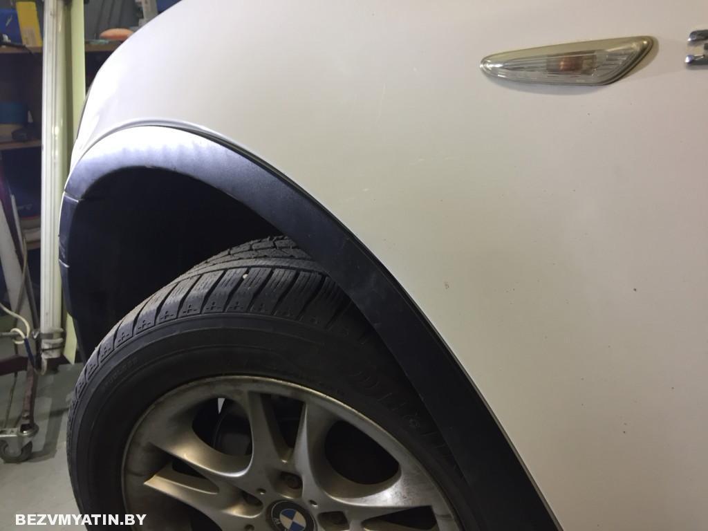 BMW X3 -вмятина на переднем крыле после ремонта
