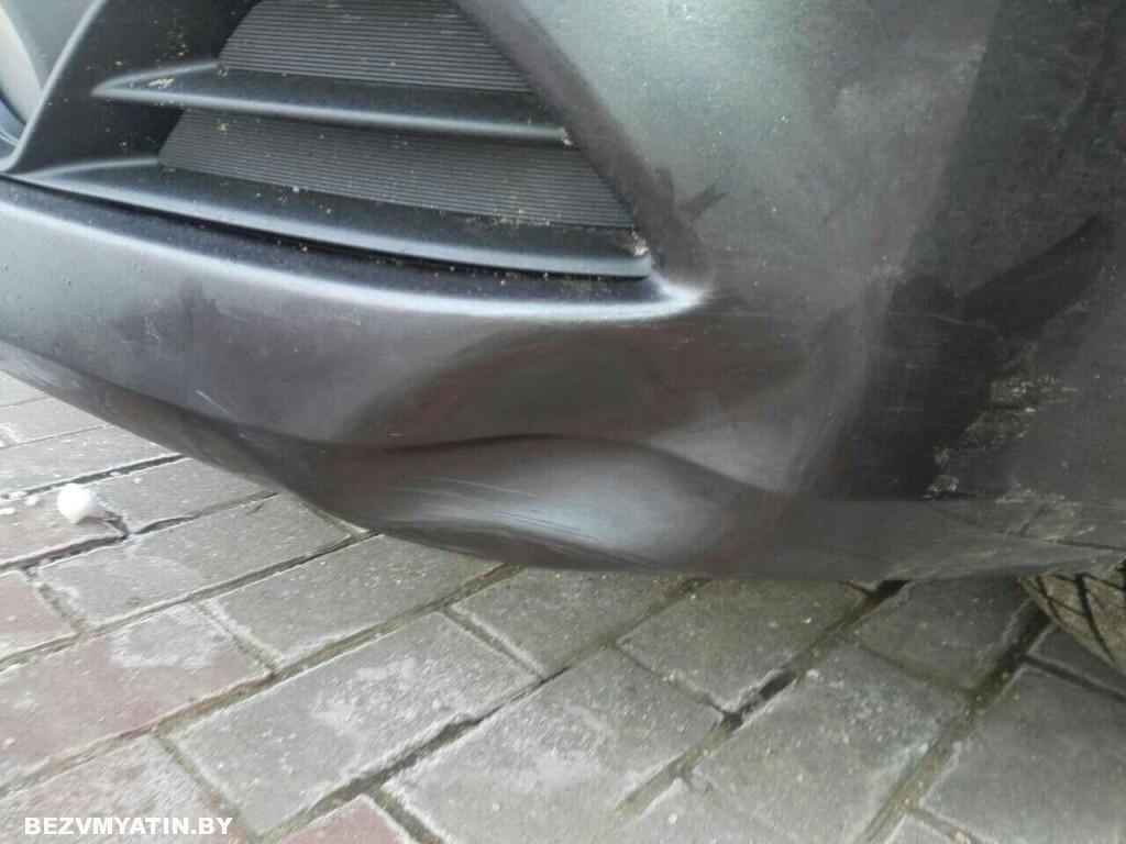 Nissan Sentra - вмятина на переднем бампере