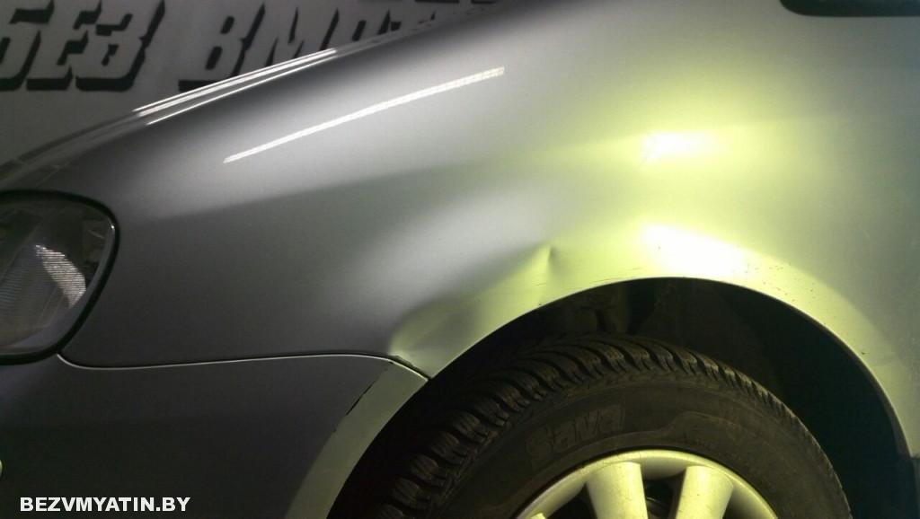 Volkswagen Touran - вмятина на переднем левом крыле до выправления