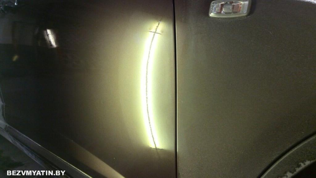 Infiniti FX35 - вмятина на передней правой двери после ремонта