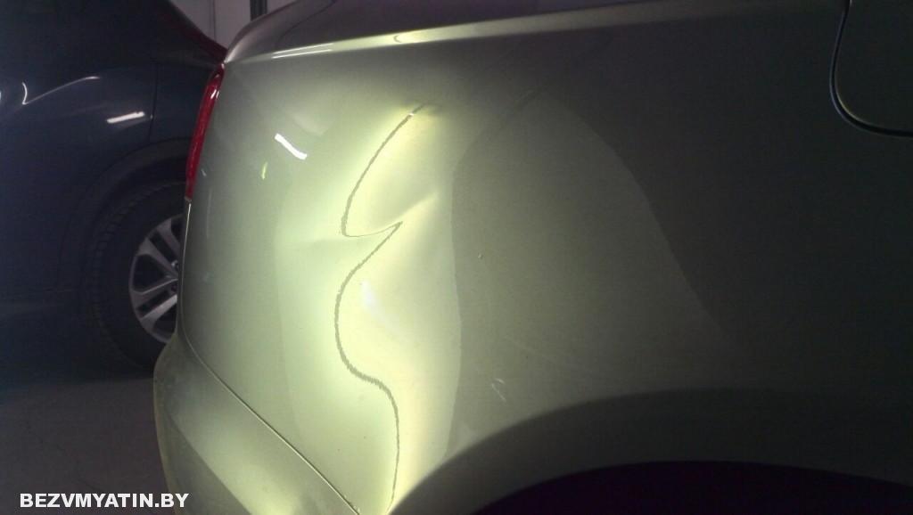 Audi A6 - вмятина на заднем правом крыле до выправления