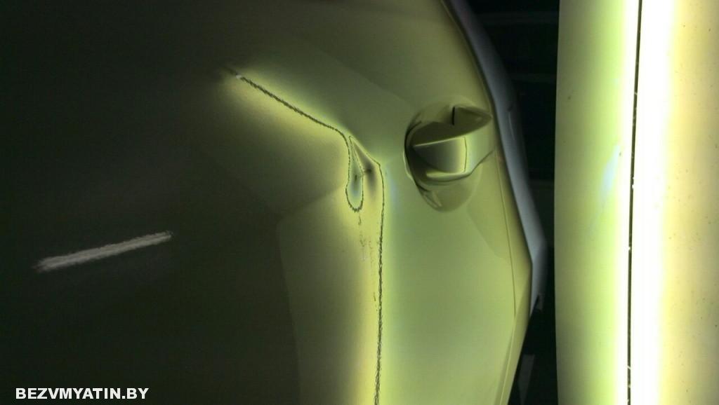 Toyota Corolla - вмятина на задней левой двери до ремонта