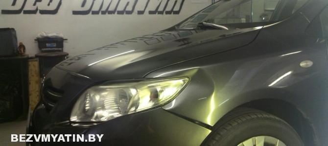 Toyota Corolla — вмятина на переднем левом крыле