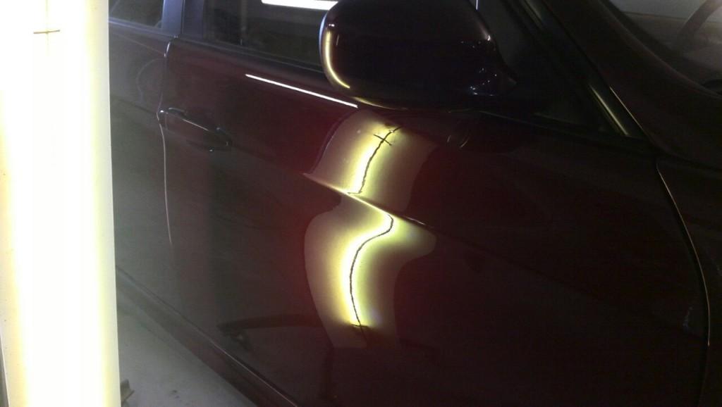 BMW E90 - вмятина на передней правой двери после ремонта