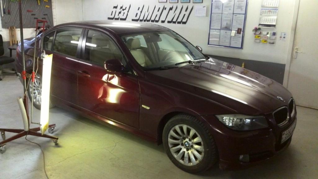 BMW E90 - вмятина на передней правой двери до ремонта