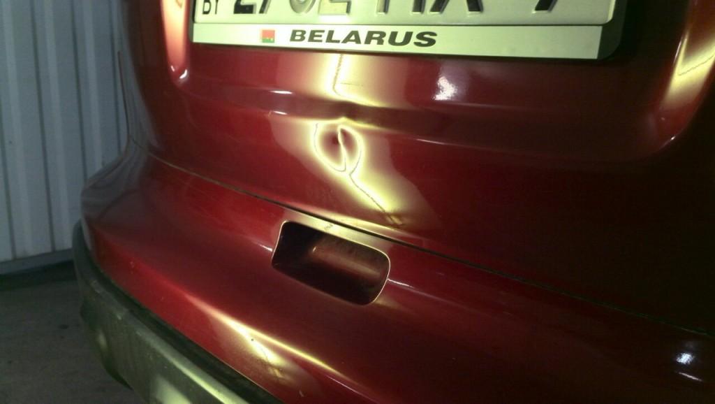 Honda CRV - вмятина на крышке багажника до удаления