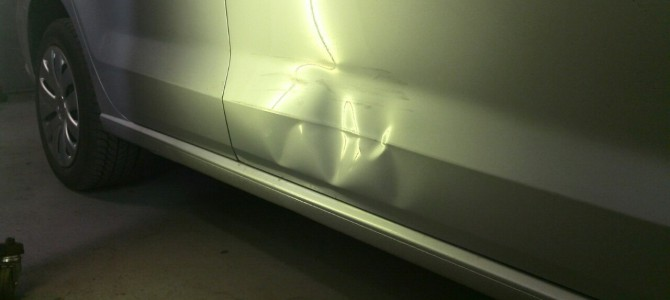 VW Polo — вмятина на передней правой двери