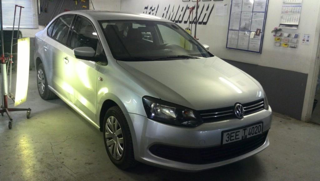 VW Polo - вмятина на передней правой двери до вырправления