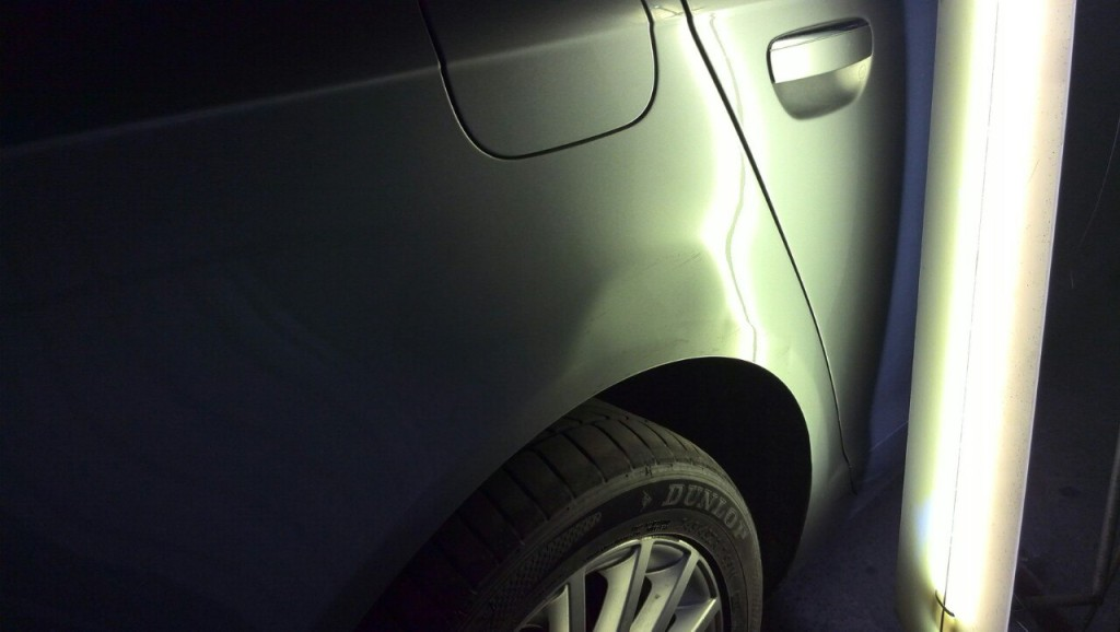 Audi A6 - вмятина на заднем правом крыле до ремонта