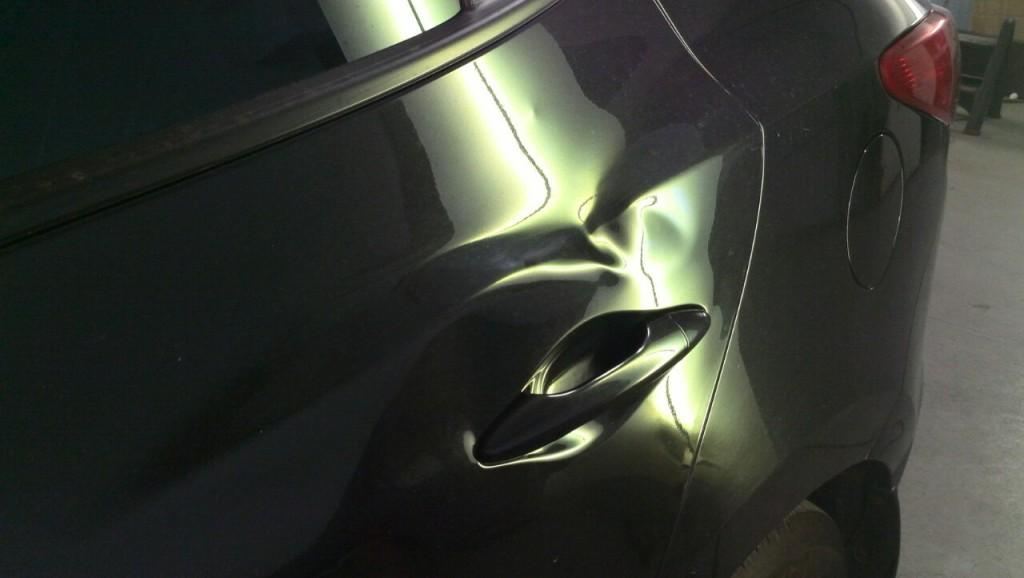 Hyundai ix35 - вмятина на задней левой двери до удаления