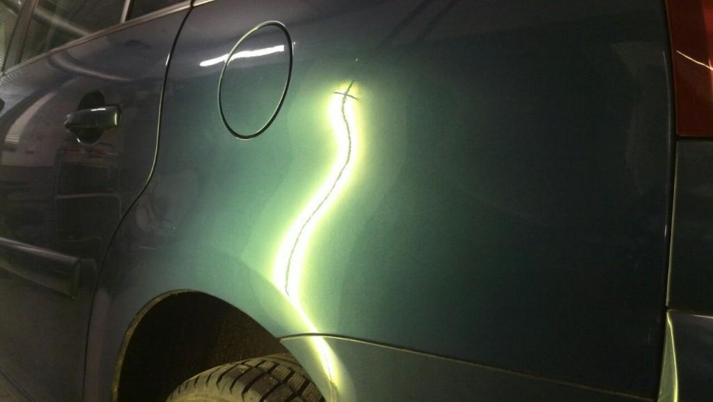 Citroen C4 Picasso - вмятина на заднем левом крыле после выправления