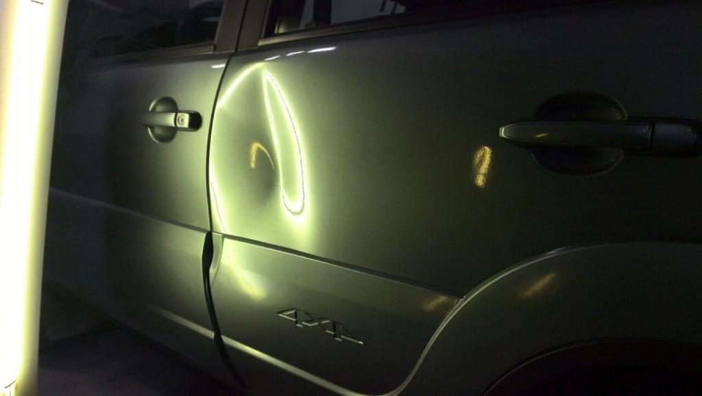 Chevrolet Niva - вмятина на задней левой двери до ремонта
