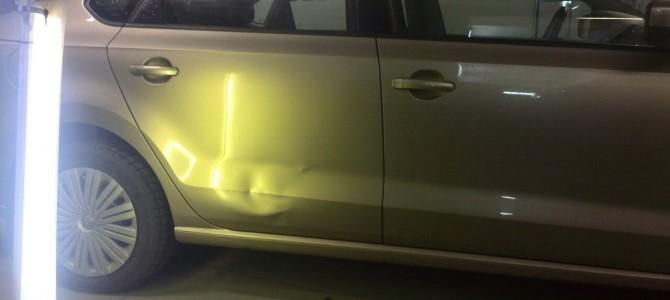Volkswagen Polo — вмятина на задней правой двери