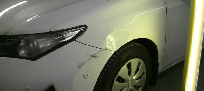 Toyota Auris — вмятина на переднем левом крыле