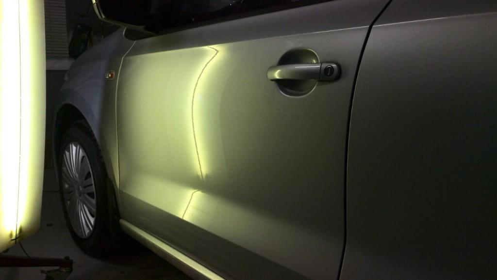 WV Polo - вмятина на передней левой двери после выправления