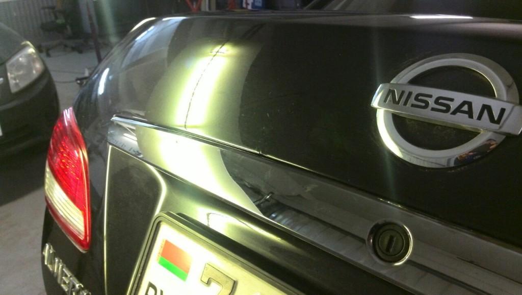NISSAN ALMERA - вмятина на крышке багажника после удаления вмятины
