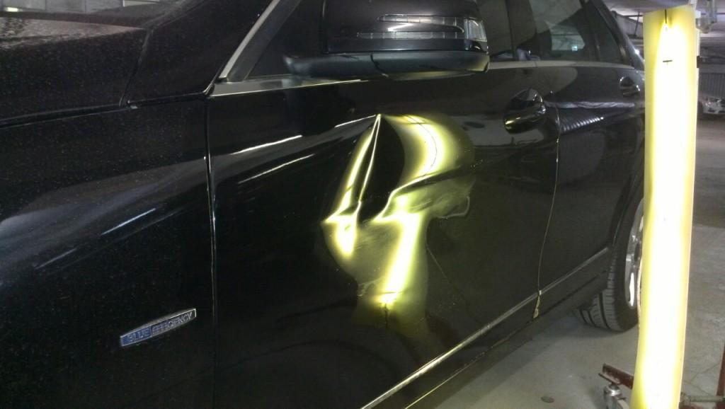 Mercedes W204 - вмятина до выправления