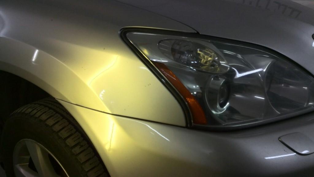 Lexus RX330 - вмятина на переднем крыле после удаления вмятины