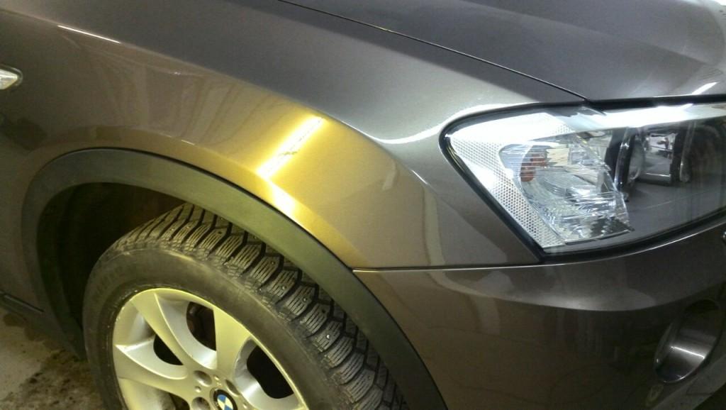 BMW X3 - вмятина на переднем крыле после ремонта
