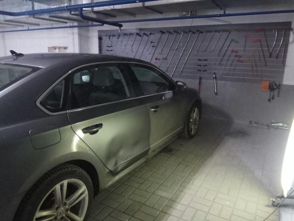 фольксваген - вмятина на двери до ремонта