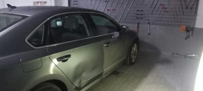 Volkswagen — Вмятина на двери