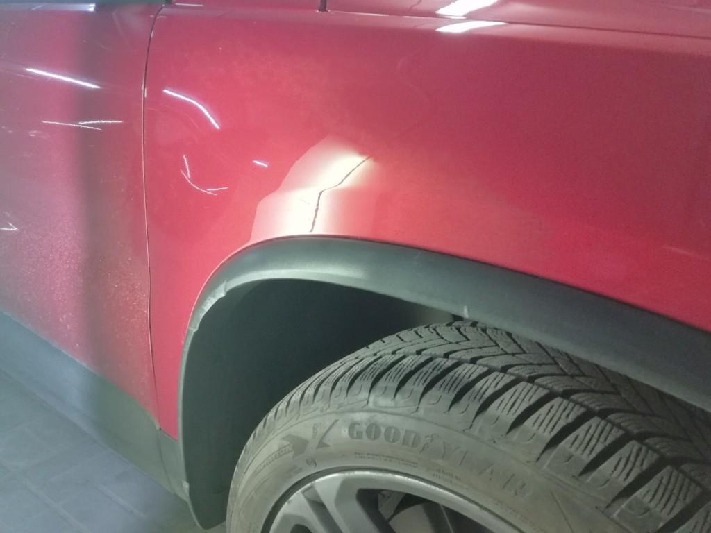 Volkswagen TIGUAN - вмятина на переднем крыле после ремонта