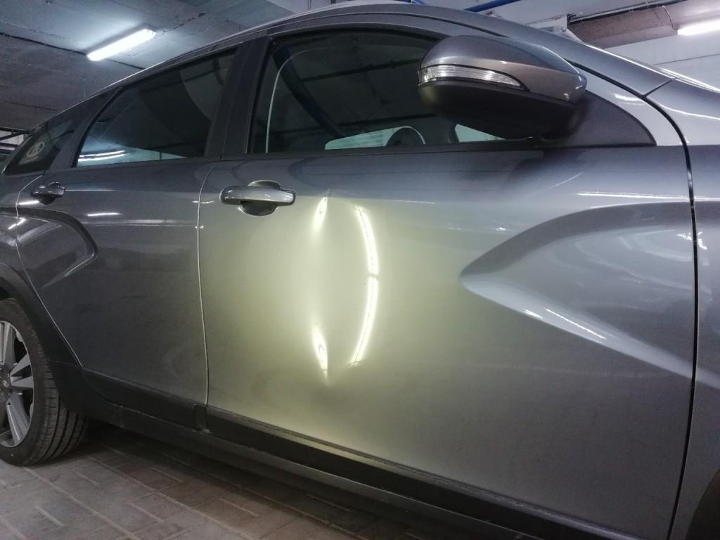 Lada Vesta Cross - вмятина на передней, правой двери до удаления