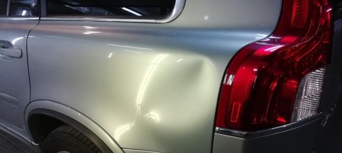 Volvo XC90 — Вмятина на заднем крыле.