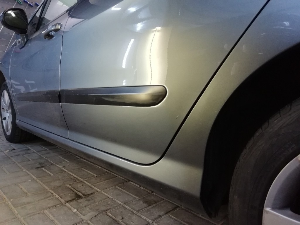 Peugeot 308 - вмятина на задней двери после удаления