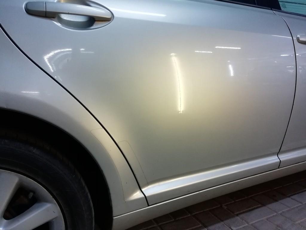 Toyota Avensis - вмятина на задней двери после ремонта