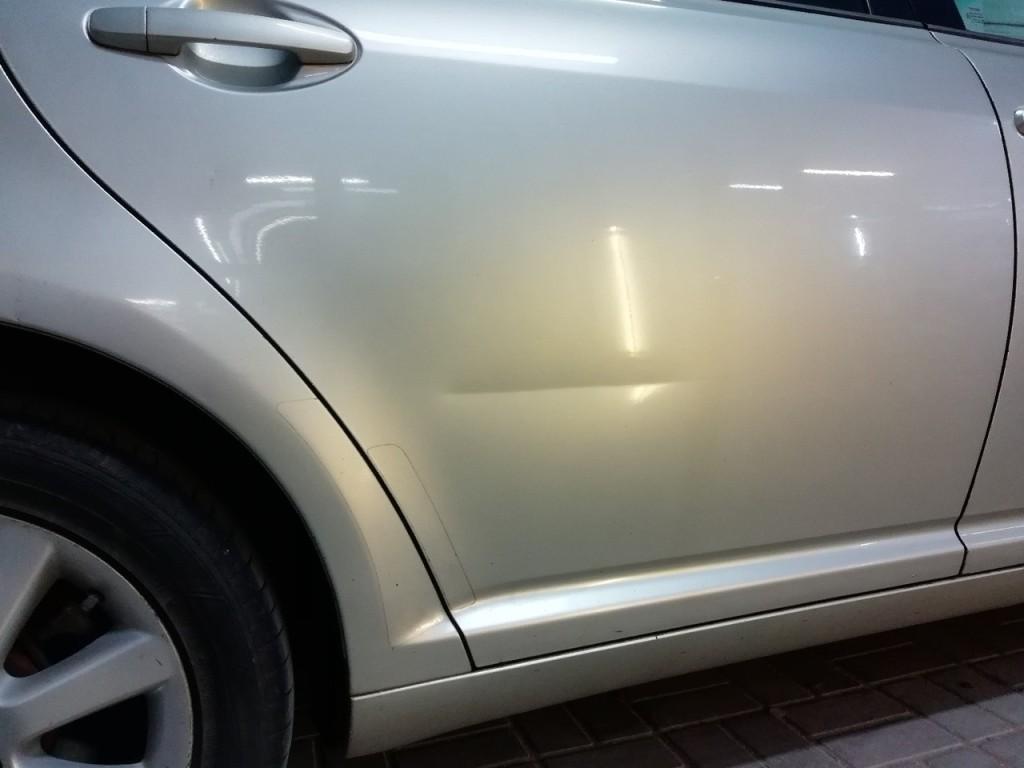 Toyota Avensis - вмятина на задней двери до ремонта