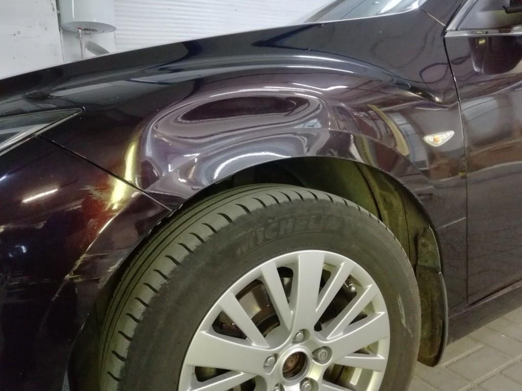 Mazda 6 - вмятина на переднем крыле.