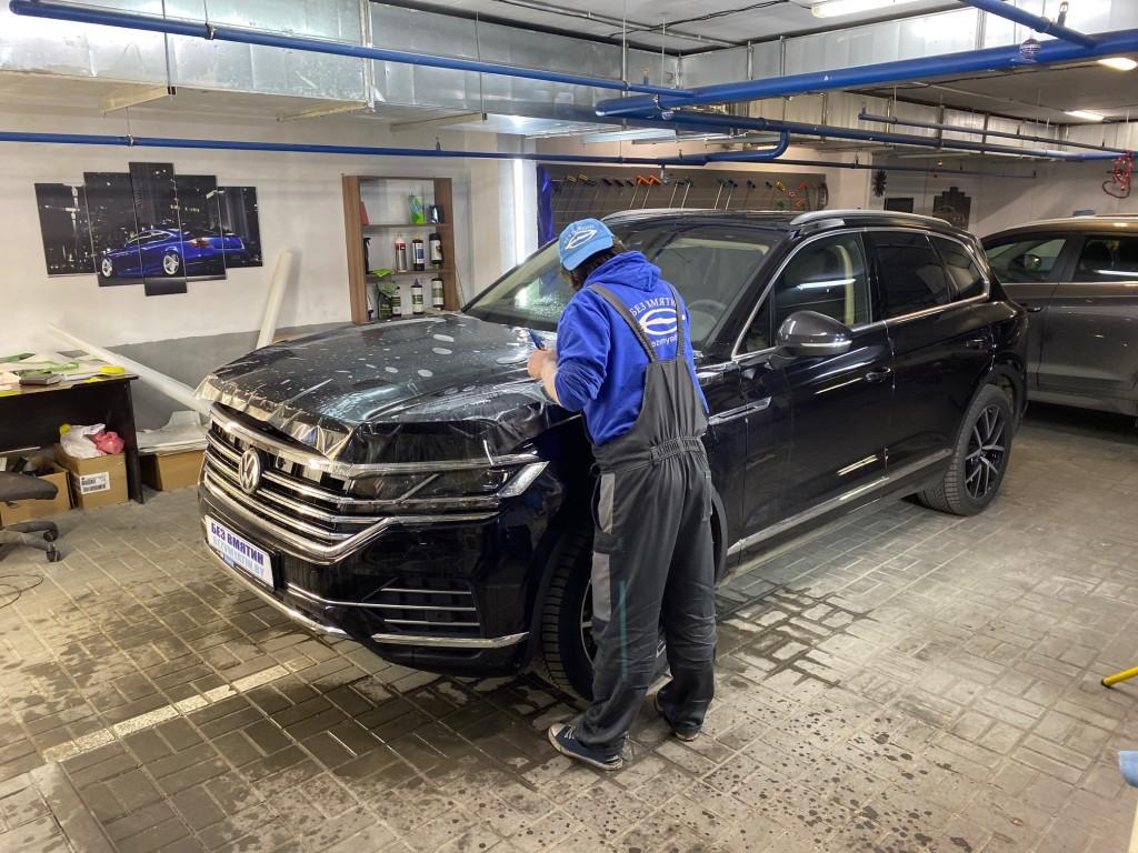 процесс оклейки капота Volkswagen Touareg