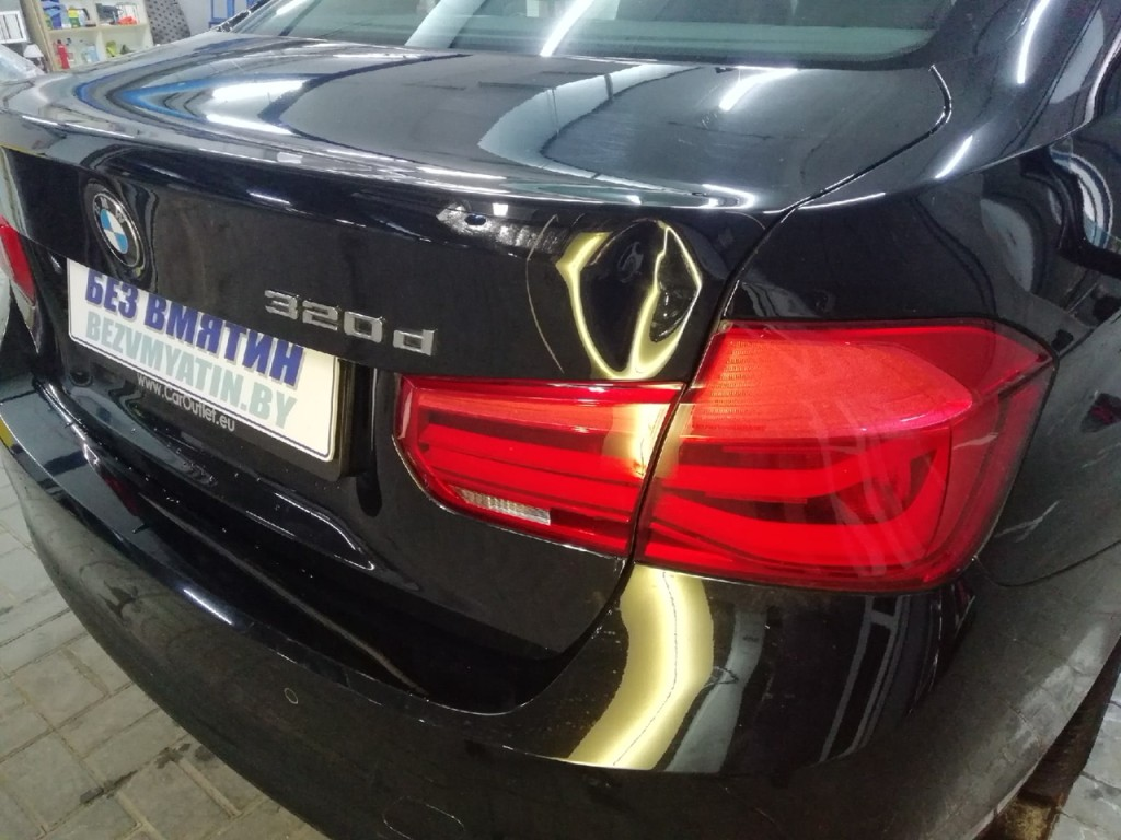 BMW - вмятина на крышке багажника до ремонта