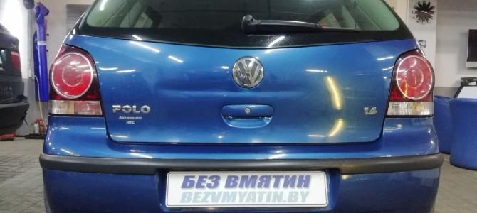 VW POLO — вмятина на крышке багажника.